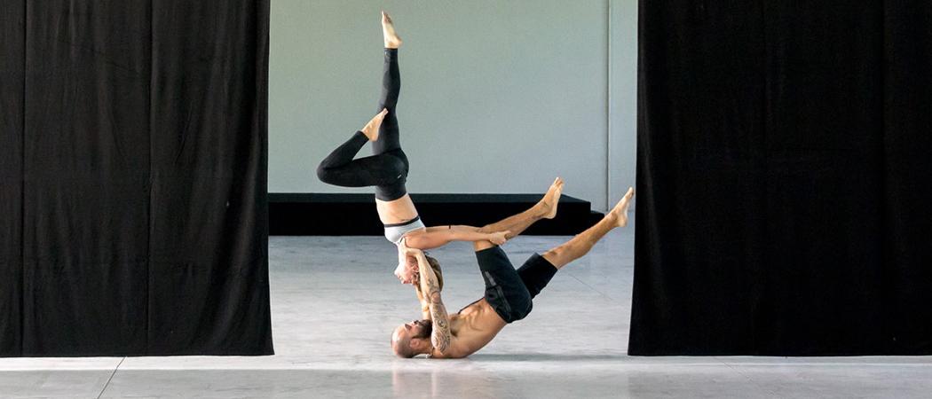 Acrovibes è il nuovo training di coppia che fonde acrogym e calisthenics. Un allenamento dove si sperimentano verticalismo e acrobatica di coppia. Tra qualche giorno sarà San Valentino ed io […]