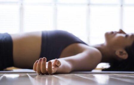 IPATH®️ Method (Pilates Matwork & Restorative Yoga) inizia con una sequenza base di IPATH® restorativo, abbinando il release miofasciale a un lavoro di attivazione e potenziamento della muscolatura stabilizzatrice, obiettivo proprio del Metodo Pilates.