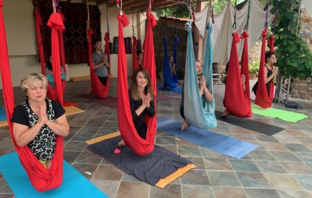 Vieni al nostro retreat di Sanremo, a provare l'autentica tecnica di AntiGravity® Yoga per sviluppare una migliore postura econsapevolezza nel respiro e leggerezza nell'anima. VACANZA DI ANTIGRAVITY® YOGA HOLIDAY MARE& […]